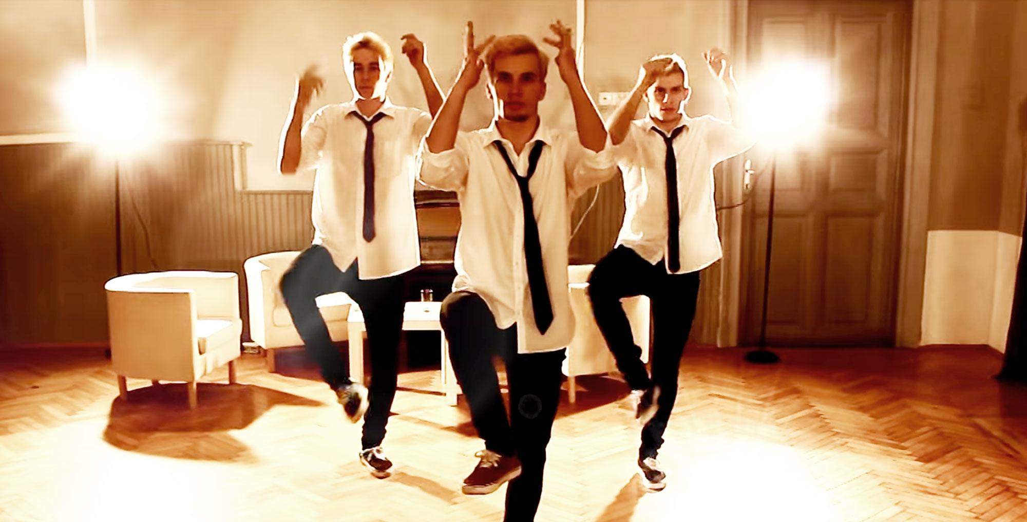 Video: Dance Crew X Ray Mann